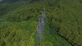 poste électrique : Aerial view. High voltage metal post. High-voltage towers in the forest.