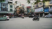 交差点 : Motorbikes and other traffic navigate through busy streets, Vietnam, Hanoi.