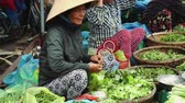 jíst : People buy and sell seafood and vegetable on the street food market in Asia