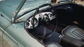 葡萄收获期 : Interior of sky blue vintage American car: wheel, dashboard and leather sits