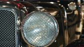luz frontal : Close-up view of black vintage car headlight with chrome bezel