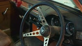 luksus : Close-up shot of antique car Triumph steering wheel and instrumental panel