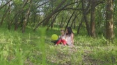 Mom and daughter playing in the park Archivo de Video