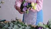 arranjando : View of florist arranging different flowers