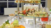 canape : Table with food and glasses of juice