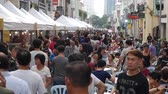 malaio : George Town, Malaysia - 13 April 2019, Malaysians and tourists walk and choose dishes at a street food festival. 4k Stock Footage