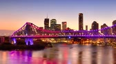 akşam vakti : The Story Bridge in Brisbane, Queensland, Australia. Stok Video