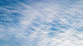 estratosfera : White clouds flying on blue sky. Timelapse Stock Footage