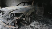 vyhořela : Mr. footage of burned out car in garage after fire, grunge scene apocaliptic Dostupné videozáznamy