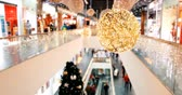 Blurred Christmas shopping center in big black friday sales Стоковые видеозаписи