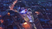рынок : Slovenska Bistrica, Slovenia - Dec 25 2019: Christmas fair on main square in Slovenska Bistrica, a small medieval town in Slovenia, aerial view of town center with shops and bright xmas lights Стоковые видеозаписи