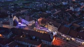 рынок : Slovenska Bistrica, Slovenia - Dec 25 2019: Aerial view of Christmas fair on main square in Slovenska Bistrica, a small medieval town in Slovenia with wooden shop stands, closed on Christmas eve