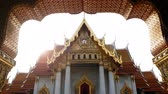 marmur : 4K footage. The Marble Temple or Wat Benchamabophit Dusit Wanaram in morning time with sun beam on top of church, famous landmark place for tourist sight seeing in Bangkok Thailand