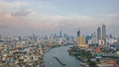 chao phraya : BANGKOK, THAILAND - September 17, 2018 : Timelapse Chao Phraya River with Bangkok city overview Stock Footage