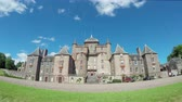 Thirlestane Castle in Lauder, Schotland. Het 16e-eeuwse kasteel, een gerestaureerd landhuis, ligt in de Scottish Borders. Stockvideo