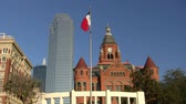 американский флаг : Texas Flag And Skyline Of Dallas Texas Стоковые видеозаписи