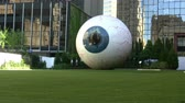 olhar : Eye Sculpture In Dallas Stock Footage