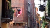 стена : Typical Street of the Historical Center of Verona , Italy, Europe  Стоковые видеозаписи