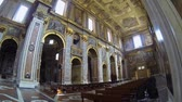 mittelalter : Neapel, Italien - ca. Dezember 2013: San Paolo Maggiore Kirche Stock Footage