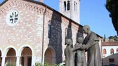 pomost : VERONA ITALY - CIRCA DECEMBER 2013: Sculptures and Church Wideo