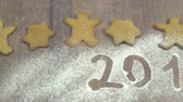 námraza : Gingerbread cookies on brown wooden table with 2019 icing sugar