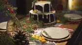 kaka : Delicious gingerbread cake on decorated Christmas dinner table in family romantic festive cozy New Year Noel atmosphere