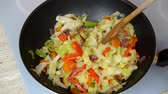 измельченный : Close-up of mixing vegetables and adding mushrooms in a cooking pan Стоковые видеозаписи