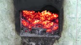 paketleme : Burning embers turning to ash in a rudimentary stove -  fixed camera closeup view Stok Video