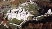 каменная стена : Aerial view of a medieval castle in Ogrodzieniec, Poland. One of the strongholds called Eagles Nests in Polish Jurassic Highland in Silesia.
