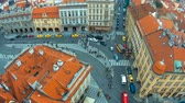 praga : Time-lapse, static top view of the European city - Prague, many people crossing the road Wideo