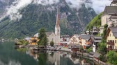 Hallstatt village in Austrian Alps - zoom in video Stok Video