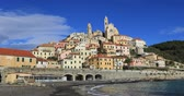 Cervo - medieval hilltop town in Liguria, Italy (zoom in view from seaside) Stok Video