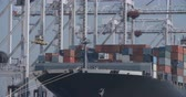 Containerschip bij Southampton Docks - 02 Stockvideo