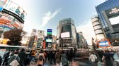 Япония : Tokyo, Japan - Jan 10, 2019: 4K UHD time-lapse of Shibuya crossing, crowded people and car traffic transport across intersection. Tokyo tourist attraction, Japan tourism, or Asian city life concept