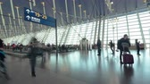 humano : 4K UHD Time-lapse of unidentified people walking in airport transit terminal. Air transportation, international tourism, travel abroad, or commuter lifestyle concept Archivo de Video