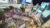 Япония : Tokyo, Japan - Nov 3, 2019: Time-lapse of Shibuya scramble crossing, crowded people, car traffic transport at night, tilt down then still. Tokyo tourism, Japan transportation, Asia city life concept Стоковые видеозаписи