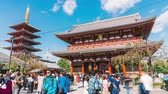Япония : Tokyo, Japan - Nov 4, 2019: time-lapse of people walking in Senso-ji temple in Asakusa Tokyo, Japan. Japanese tourism landmark, Asia travel destination, or tourist attraction concept. Zoom out Стоковые видеозаписи