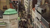 bruxelas : v30. City pedestrian traffic time lapse of busy Brussels shopping street. Stock Footage