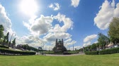 bruxelas : v39. City traffic time lapse with beautiful sun, clouds, & large church in background. Stock Footage
