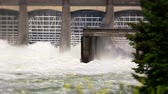 engenharia : v3. Two slow motion clips of Bonneville Dam.