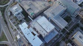 próximo : South Carolina Charleston Aerial v124 Vertical view panning above building construction 1017 Stock Footage