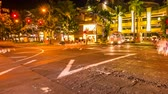 havaiano : HONOLULU, OAHU, HAWAII, USA - AUGUST 21, 2016: Moving time lapse at night in Waikiki street life at crossroad. People moving for shopping and car crossing. City night lights and nightlife concept.