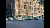алтарь : ROME, ITALY - CIRCA 1967: Venice square with people and classic 1960s Fiat cars in Rome beside Campidoglio hill and Vittoriano Altare della Patria, patriotic monument. Historic restored footage.