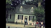 arquivo : Williamsburg, Virginia, United States - in 1980: The historical colonial Williamsburg Village in USA 80s archival. Buildings from 1699 to 1780 houses, shops and tourists.