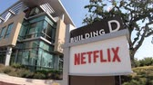 provedor : Los Gatos, California, United States - August 12, 2018: Netflix sign at Netflix Headquarters in Silicon Valley, Ca. Netflix is an entertainment service provider for movies and tv. Stock Footage
