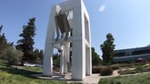 caído : Mountain View, California, United States - August 13, 2018: Google sculpture at Campus of Google Headquarters, Silicon Valley. . Google is a technology company leader in internet services