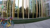 sarok : Sunnyvale, California, United States - August 13, 2018: bikes parked of Google Tech Corners, the Google New Campus in Sunnyvale, Silicon Valley, CA, San Francisco Bay area.