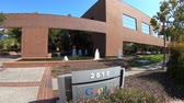 caído : Mountain View, California, USA - August 13, 2018: new Google offices at Shoreline Technology Park, 2015 Stierlin Court.The Silicon Valley giant has numerous buildings located in San Francisco Bay