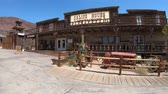 шахта : Calico, California, USA - August 15, 2018: restaurant on main street of Calico Ghost Town in California.