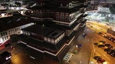 čínská čtvrť : tilt PANORAMA of Buddha Tooth Relic Temple of Singapore from top view, Southeast Asia. Spectacular buddhist temple in Chinatown district with business district skyline by night.